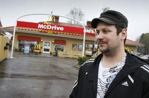 Jonas Zetterberg hade inte hört talas om fusket, men anser att det inte är bra.– De ska ju ha fräsch mat, kommenterar han.
