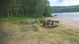 Byborna är uppdelade i par och är indelade i olika tillsynsveckor för renlighet och översikt vid badstranden i Lövsjö. Nu håller de ett extra öga på badplatsen. Foto: privat.