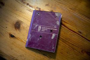 Vesas pass, sandigt och slitet, skickades hem till Borlänge ett halvår efter tsunamin.