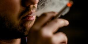 """""""Inga seriösa aktörer hävdar idag att det är riskfritt att använda e-cigaretter"""" skriver  Christian Angell och Claude Guiron, Philip Morris. Foto: Stian Lysberg Solum/TT"""