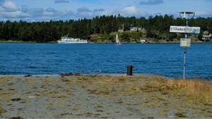 Numera går färjorna förbi Stämmarsunds brygga, utan att lägga till.
