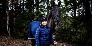 Ellen Lunneborg går snart in för sitt sista år som young rider. I år har hon kvalificerat sig för att tävla svår hoppning vilket betyder hinder från 145 cm.