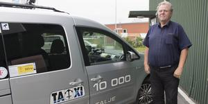 John Grantelius är styrelseordförande för Norrtälje Taxi. Den första juli uppgår företaget i bolaget Sverigetaxi.
