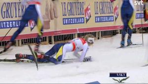 Stina Nilsson föll i sprintfinalen. Bild: SVT/Skärmdump