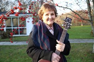 Anette har gått i pension, men jobbar fortfarande med musik. Bland annat i blue grass- bandet Amazing Grass.