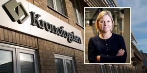 Finansminister Magdalena Andersson (S) debatterade frågan om Kronofogdens nedläggning av kontor, med riksdagsledamöterna Tony Haddou (V), Håkan Svenneling (V) och Ulla Andersson (V). Bild: Lovisa Hassner/TT