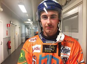 I somras valde Anton Dahlberg att lämna fotbollen i Edsbyn och satsa helhjärtat på bandyn i Bollnäs. Nu kommer belöningen.