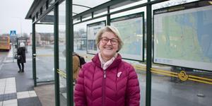 Lena Söderström är på väg till fritidshuset utanför Grisslehamn. Hon ser positivt på möjligheten att lättare ta sig mellan fritidshuset och Stockholm.