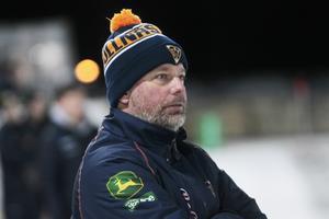 Svenne Olsson har både varit förbundskapten och huvudtränare i Bollnäs den här säsongen.