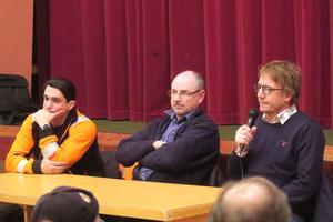 Hareton Akob på Laxå bruks miljöåtervinning, Lars Johansson chef på byggförvaltningen och Lars Viitanen, chef på Sydnärkes miljönämnd, svarade på frågor under mötet.