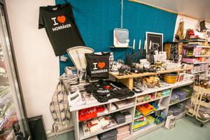 Lanthandelns särskilda Norråkeravdelning med hantverk och souvenirer.