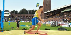 Duplantis efter sitt sexmetershopp på Stockholm Stadion på lördagen.