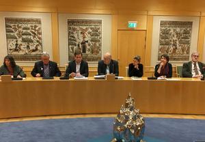 Landstinget Dalarnas styre med sex partier, från senhösten 2018. Från vänster: Kerstin Lundh (MP), Ingvar