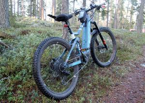 Här är den, Christoffers el-mountainbike som han köpte för pengarna han fick in på att sälja sin bil.