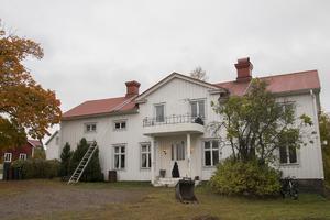 I dag bor familjen i det vita huset från 1880.