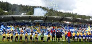 Lagen står uppradade inför GIF Sundsvall–Elfsborg 2003. Bild: Håkan Humla.