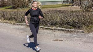 Lina ska springa loppet tillsammans med sin vän Matilda som också tränat på Bruketboxen.