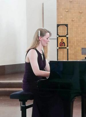 Sara Ek bjöd på en högklassig musik på Trönö nya kyrka Steinwayflygel.