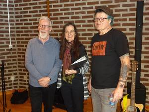Lurfw består av basisten Robert Edlund till vänster och gitarristen och sångaren Kenneth Åberg till höger. Samarbetet med Mari Bergkvist lovar gott inför framtiden som ser ljus ut för trion.