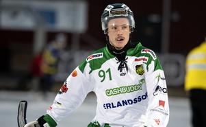 Adrian Emretsson var tillbaka efter hjärnskakning och bombade in ett tidigt ledningsmål för sitt Frillesås.