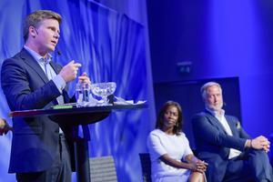 Erik Ullenhag, Nyamko Sabuni och Johan Pehrson under utfrågning av partiledarkandidaterna. Foto: Henrik Montgomery