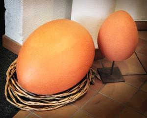 Ägg i keramik av Susanne Fogelberg.
