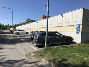 Det här är den ena av två parkering längs Granövägen som försvinner vid årsskiftet. Totalt handlar det om drygt 40 parkeringsplatser.