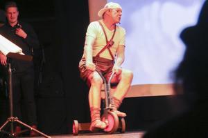 Olle Svelander är en av flera uppskattade skådespelare som som kommer tillbaka i årets Viggerevy.