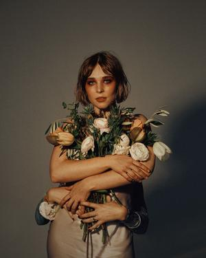 Caroline Cederlöf, känd under artistnamnet Grant, kommer till Sliperiet i Örnsköldsvik. Foto: Pressbild