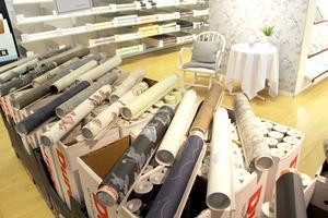 Tapetfynd. Utgående quickup-rullar och andra sortering säljs i fabriksbutiken.