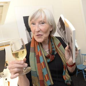 För tio år sedan, Elisabeth Grate på Elisabeth Grates förlag firar att den franske författaren Patrick Modiano tilldelas Nobelpris i litteratur. Bild: Jonas Ekströmer/TT