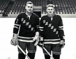 Ulf Sterner och Folke Bengtsson på tryout med New York Rangers. Sterner stannade kvar, och blev den förste Sverigefostrade spelaren i NHL. Leksingen
