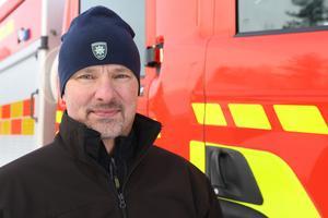 """""""Vi vill få med alla moment som finns i brandmannayrket så att de får en grund att stå på. Nu har de arbetat med släckteknik så att de vet hur man ska jobba om man är inne på en brand och rökdyker"""" säger Jörgen Eriksson som är utbildningschef vid Räddningstjänsten i Jämtland."""