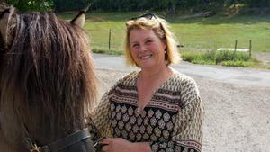 Hästuppfödaren Jane Lindberg annonserade ledig betesmark på Facebook – fick respons inom några timmar.