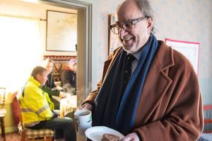 Charles Ax:son Johnson åkte hela vägen från Sjurberg utanför Rättvik för att ta en fika och njuta av marknaden.