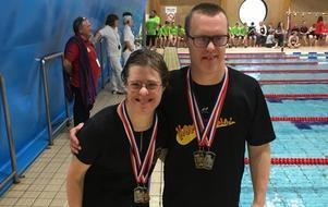Maria Carlsson och Jens Carlsson efter medaljfesten i Southampton. Bild: Privat