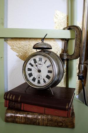 Huset må ha wifi men även en klassisk väckarklocka.