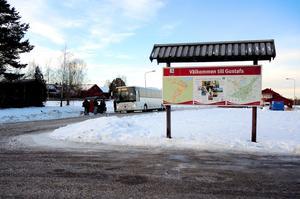 En  säkrare busshållplats och särskilda pendlarparkeringar planeras i Storhaga.