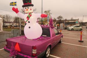 Vinnande epa i omröstningen var Tilde Karlssons bil med en luftfylld snögubbe på flaket.