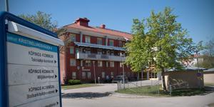 Här, på Kristinelundsvägen i Köping och inte i Arboga, ska Köping bedriva sitt miljöarbete även i framtiden – om kommunchefen lyckas hitta sätt att undvika jävssituationer när myndigheten ska granska sig själv.
