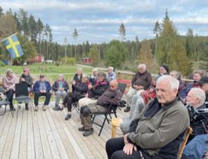 Ett 40-tal pensionären njöt av den igenkännande musiken. Foto: Elisabet Yngström