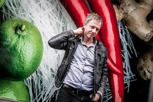 Olof Röhlander reser runt i landet med sina inspirationsföreläsningar. Foto: TT