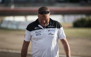Det är inte en lätt börda på Stefan Bäckströms axlar för närvarande.