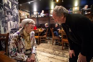 Det blev ett glatt möte när Annagreta Källman och Andy Irvine möttes under fredagen.