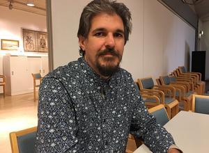 Under torsdagskvällen fick oppositionen se sig besegrade med 15 röster på sin sida mot 20 för alliansens förslag. Här Daniel Nyström, ordförande för socialdemokraterna i Rättvik.