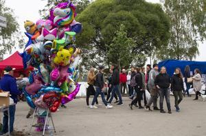 Under helgen besökte cirka 60 000 personer Hälsinge Marknad och redan under lördagsförmiddagen var gatorna full av folk.