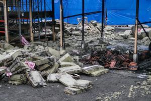 Polisen misstänker att branden startat i den isolering som förvarades i magasinet.