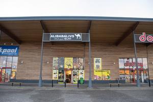 Den nya livsmedelsbutiken Alibabas livs skulle enligt planen öppna om en vecka.