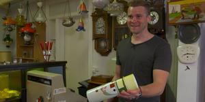 Jerry Larsson visade runt i antikaffären. Skärmklipp: TV4