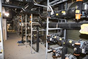 Lögarängsbadet. Vattenfiltren i reningsanläggningen ligger i nedersta våningen och upptar en längd av 50 meter.